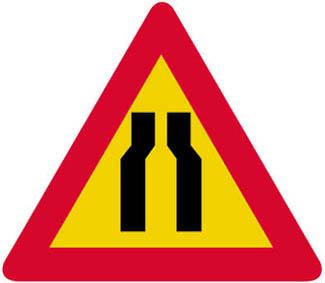 Επικίνδυνη στένωση οδοστρώματος και στις δύο πλευρές.