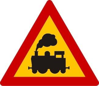 Κίνδυνος λόγω ισόπεδης σιδηροδρομικής διάβασης χωρίς κινητά φράγματα.
