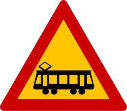 Κίνδυνος λόγω ισόπεδης διάβασης τροχιοδρόμου χωρίς κινητά φράγματα.