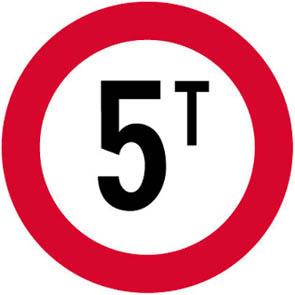 Απαγορεύεται η είσοδος σε οχήματα συνολικού βάρους που υπερβαίνει τους... (π.χ. 5) τόνους.
