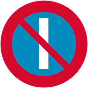 Απαγορεύεται η στάθμευση επί της πλευράς της πινακίδας κατά τους μονούς μήνες.